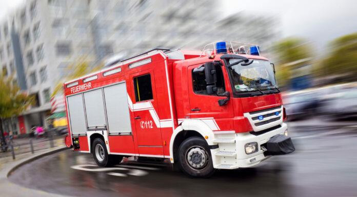 Symbolbild Feuerwehr   shutterstock_1320121277