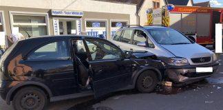 Unfall zwischen Opel Corsa und Zafira