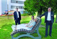 Hahn Kunststoffe spendet Relaxliege für Pflegekräfte der Hunsrück Klinik