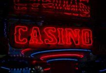 Neonlicht mit der Aufschrift Casino