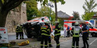 Rettungswagen verunglückt auf regennasser Fahrbahn in Mainz | BYC-News | Foto: Dennis Weber