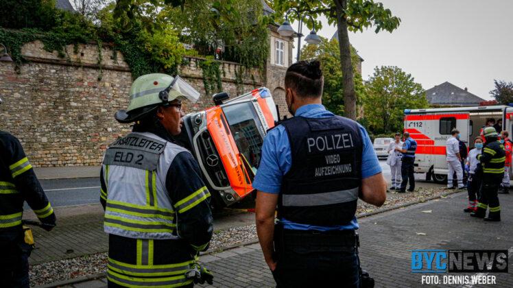 Rettungswagen verunglückt auf regennasser Fahrbahn in Mainz   BYC-News   Foto: Dennis Weber
